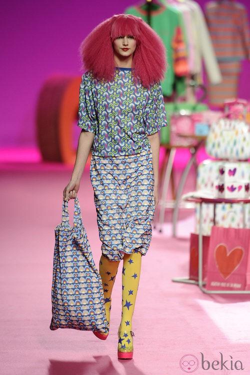 Falda y camiseta de la colección otoño/invierno 2014/2015 de Agatha Ruiz de la Prada en Madrid Fashion Week