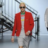Chaqueta roja de la colección otoño/invierno 2014/2015 de Davidelfin en Madrid Fashion Week
