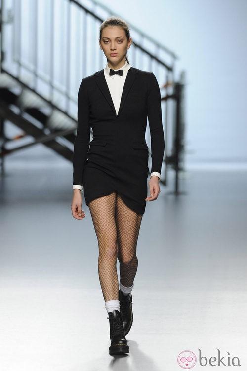 Vestido negro de la colección otoño/invierno 2014/2015 de Davidelfin en Madrid Fashion Week