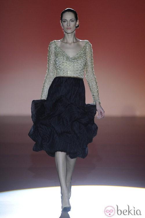 Falda negra de la colección otoño/invierno 2014/2015 de Hannibal Laguna en Madrid Fashion Week