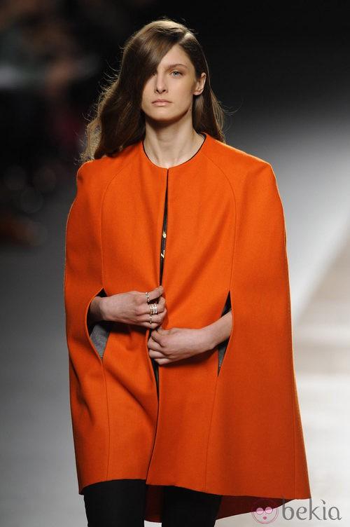 Abrigo oversized de la colección otoño/invierno 2014/2015 de Juanjo Oliva en Madrid Fashion Week