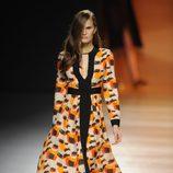 Vestido con estampado arty de la colección otoño/invierno 2014/2015 de Juanjo Oliva en Madrid Fashion Week
