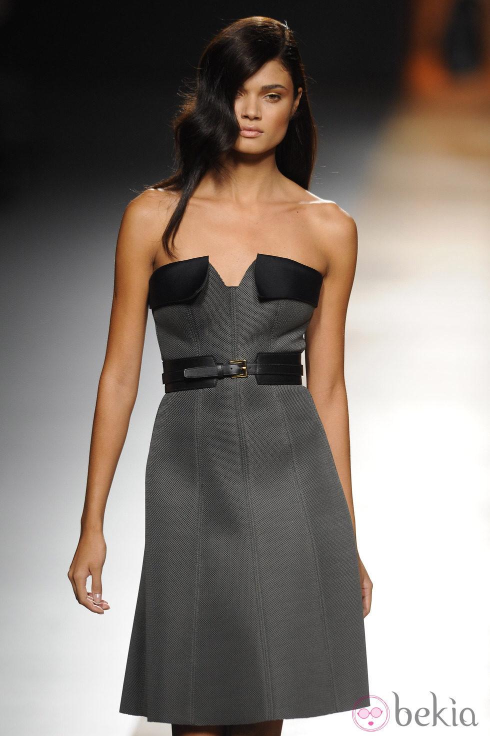Vestido línea A de la colección otoño/invierno 2014/2015 de Juanjo Oliva en Madrid Fashion Week