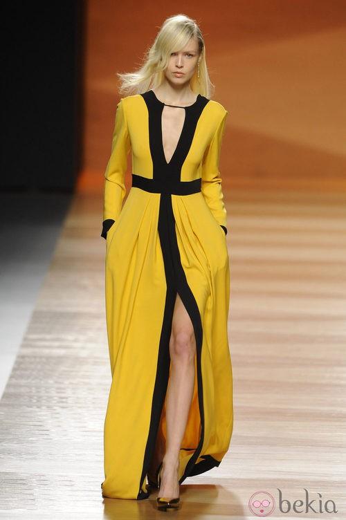 Vestido de fiesta amarillo de la colección otoño/invierno 2014/2015 de Juanjo Oliva en Madrid Fashion Week