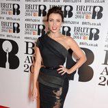 Dannii Minogue con un vestido de J'Aton Couture en la alfombra roja de los Brit Awards 2014