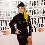 Lily Allen con un vestido de Norrell en la alfombra roja de los Brit Awards 2014