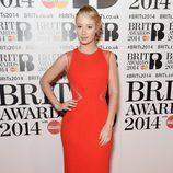 Iggy Azalea con un vestido de Elie Saab en la alfombra roja de los Brit Awards 2014