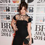 Daisy Love con un vestido de Sister by Sibling en la alfombra roja de los Brit Awards 2014