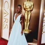 Lupita Nyong'o vestida de Prada en la alfombra roja de los Premios Oscar 2014