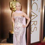 Lady Gaga con un vestido de Versace en los Oscar 2014