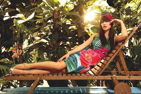 Vestido con formas tropicales y flores exóticas de la colección primavera/verano 2014 de Smash!