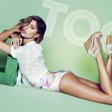 Belén Rodríguez con zapatos de cuña de la colección primavera/verano 2014 de Trendy Too