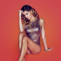 Belén Rodriguez con unas sandalias de la colección primavera/verano 2014 de Trendy Too