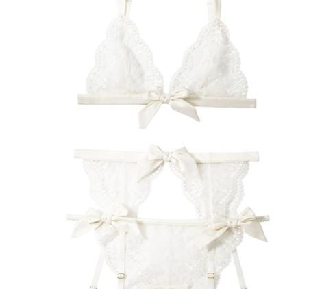 Conjunto de encaje con liga de la colección 'OUI' de Etam para novias 2014