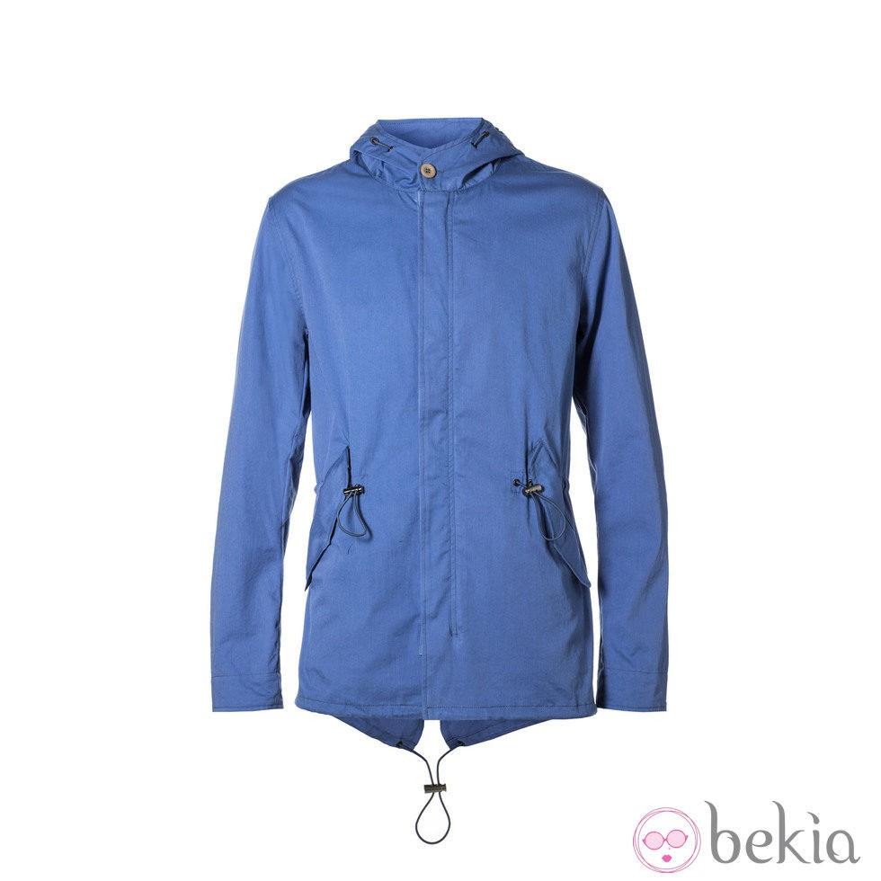 Parka color azul de la colección primavera/verano 2014 de Benetton