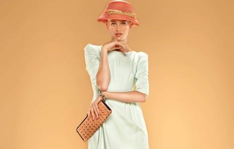 Vestido monocolor verde menta con hombreras de la colección 'Dolores Promesas Resort' para primavera/verano 2014