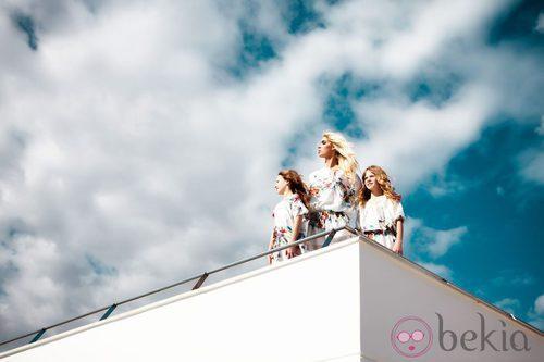 Vestidos con print floral blancos de la colección primavera/verano 2014 de Adriana Iglesias