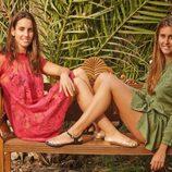 Clara y Anni Espar posan con vestidos moncolor y sandalias de goma para la colección de verano 2014 de Igor