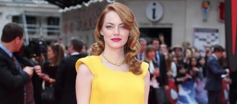 Emma Stone con un Versace amarillo en el estreno de 'The Amazing Spider-Man 2' en Londres