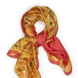 Pañuelo estampado dorado y rojo de la colección primavera/verano 2014 de Tantrend