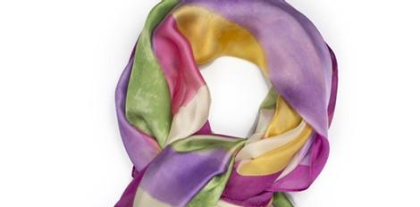 Pañuelo en tonos florales de la colección primavera/verano 2014 de Tantrend