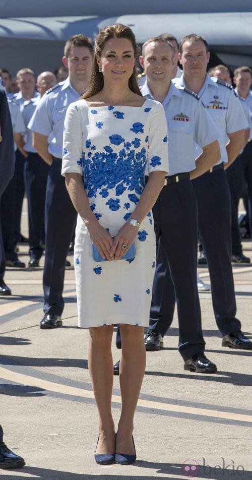 La Duquesa de Cambridge con un vestido con estampado azul