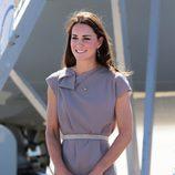 La Duquesa de Cambridge con un sencillo vestido lavanda de manga corta