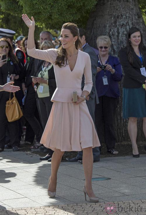 La Duquesa de Cambridge con un conjunto rosa empolvado  de Alexander McQueen
