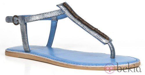 Sandalia de dedo con detalles metálicos de la colección femenina de Enzo Tesoti 2014