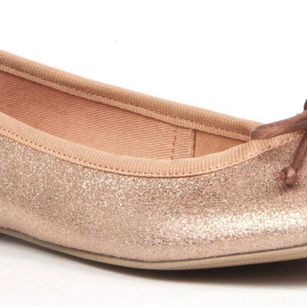 Sandalias de tacón bajo de la colección femenina de Enzo