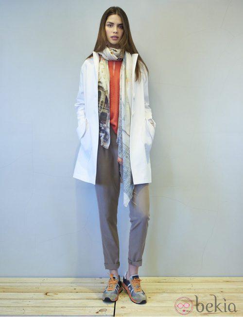 Conjunto de pantalon tostado y blusa color coral de la colección primavera/verano 2014 de Eduardo Rivera