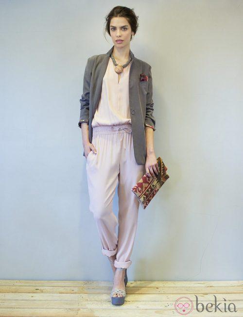 Conjunto rosa palo y gris marengo de la colección primavera/verano 2014 de Eduardo Rivera