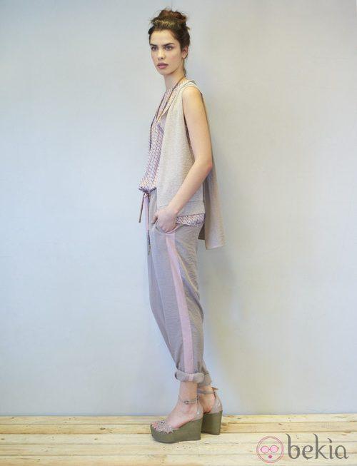 Pantalón ancho en tonos tostado y rosa de la colección primavera/verano 2014 de Eduardo Rivera