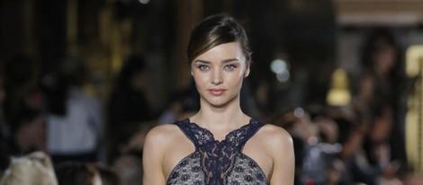 Miranda Kerr desfila para Stella McCartney en la Fashion Week de París