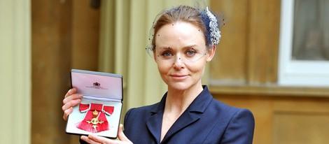 Stella McCartney recibe la Orden del Imperio Británico