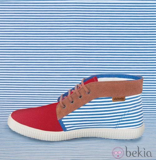 Zapatilla 'Chukka' con rayas marineras de la colección para verano 2014 de Victoria