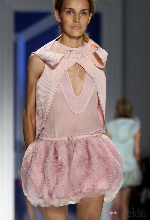 Diseño rosa de Vera Wang, colección primavera de 2012
