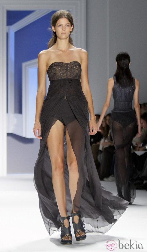 Diseño con abertura frontal de Vera Wang, colección primavera de 2012