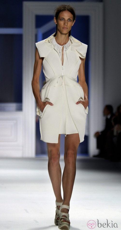 Vestido con bolsillos de Vera Wang, colección primavera de 2012