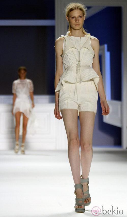 Short blanco de Vera Wang, colección primavera de 2012