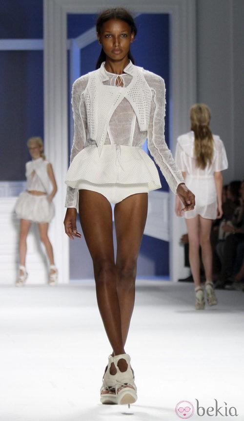 Diseño blanco de Vera Wang, colección primavera de 2012