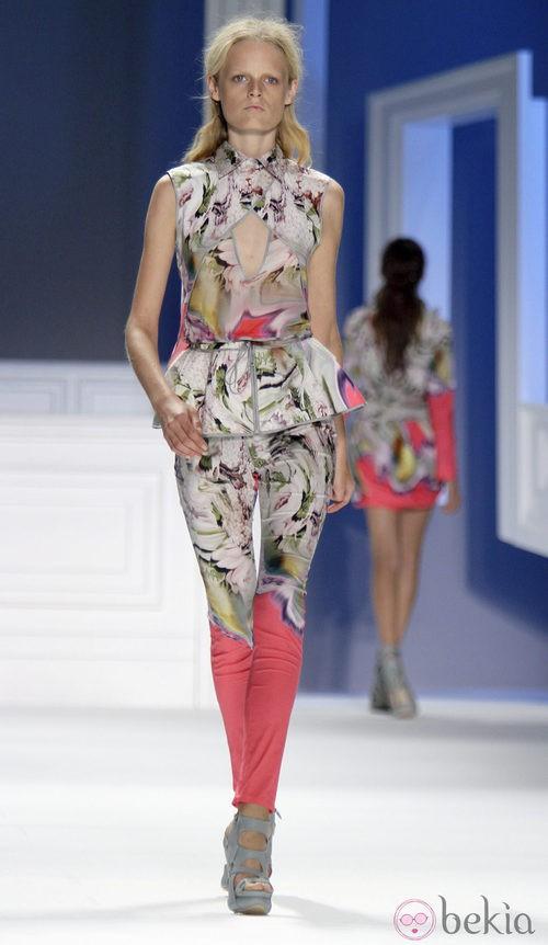 Pantalón estampado de Vera Wang, colección primavera de 2012
