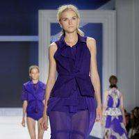 Diseño azul klein de Vera Wang, colección primavera de 2012