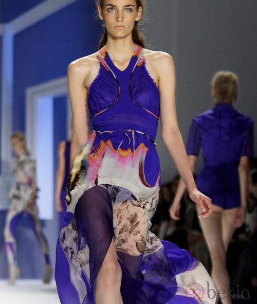 Diseño azul estampado de Vera Wang, colección primavera de 2012