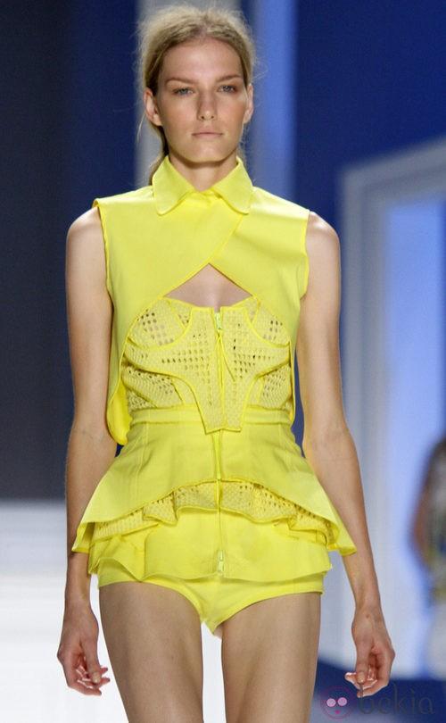 Top amarillo de Vera Wang, colección primavera de 2012
