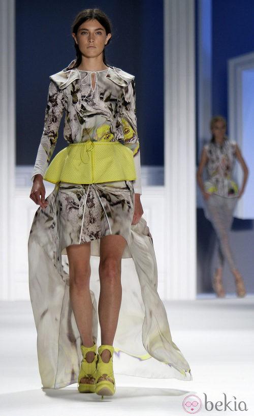 Vestido asimétrico de Vera Wang, colección primavera de 2012