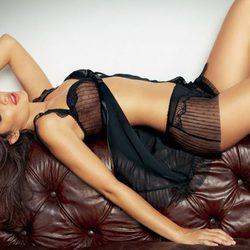Alyssa Miller posa sensual para Intimissimi, colección otoño 2011