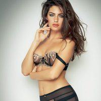 Alyssa Miller posa sexy para Intimissimi, colección otoño 2011