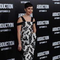 Lily Collins, de Marc Jacobs, en la première de 'Abduction'