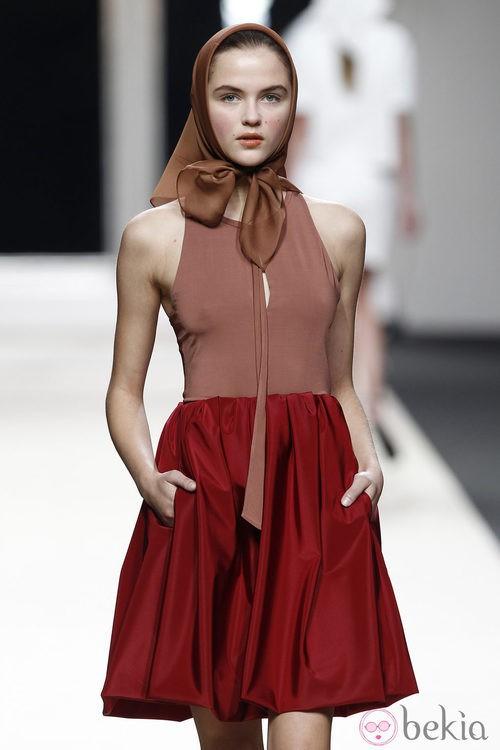 Falda roja de Jesús del Pozo en Cibeles, colección primavera de 2012